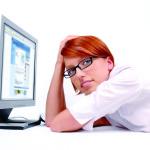 Девушка за компьютеров
