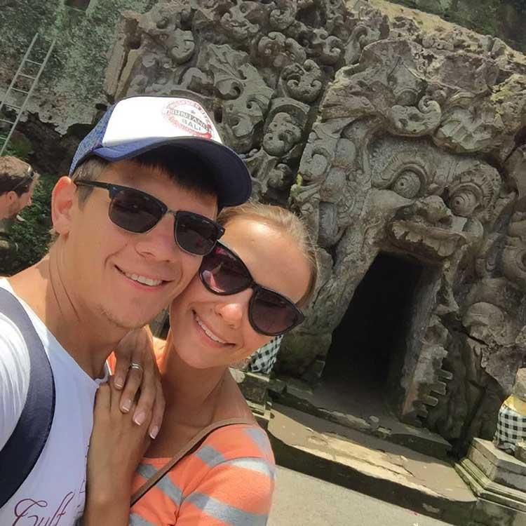 Ехали на мопеде на Бали